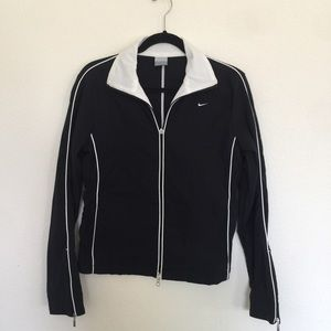 Nike lightweight jacket woman's size m